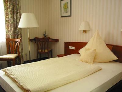 Hotelzimmer mit Einzelbett