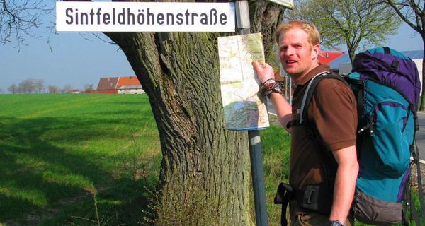 Dalheimer Straßer - Wanderer mit einer Karte